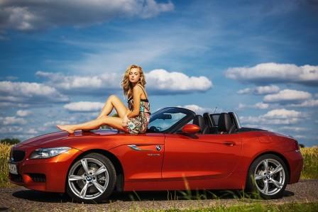 фотосессии с машиной на природе, Яркий седан для фотосета, Ракурсы для съемки в авто